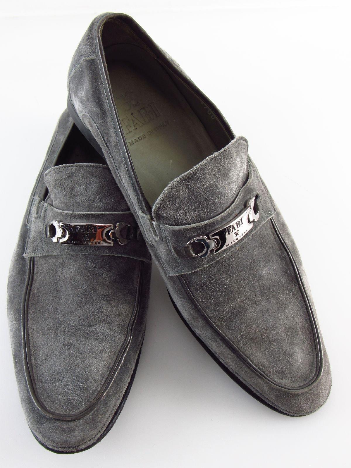 cbef70f363a081 Angeboten werden ein Paar getragene FABI Herren Slipper in Größe 39 aus  grauem Wildleder. Gebrauchte Artikel mit entsprechenden Tragespuren.